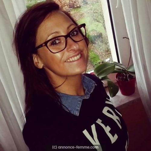 Annonce de Delphine 28 ans a Dijon qui veut un homme stable
